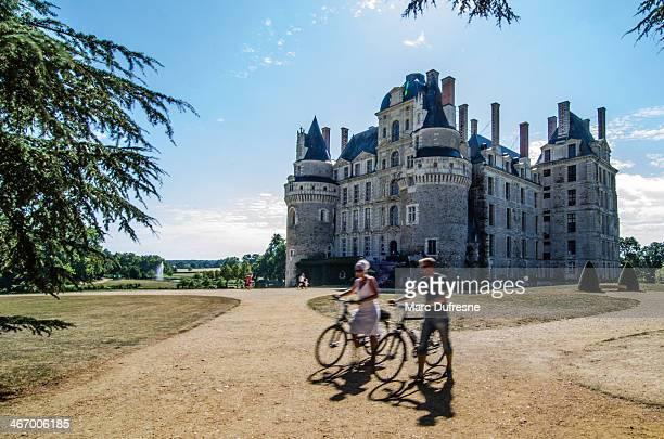 cyclisme sur le château - château photos et images de collection