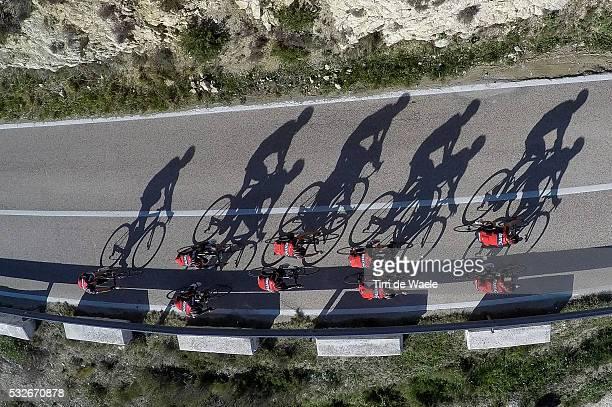 Racing Team 2015 Illustration Illustratie / Peleton Peloton / Air View / Shadow Hombre Schaduw / Landscape Paysage Landschap / Training Camp...