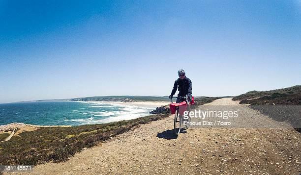 cycling by a coastal trail - algarve imagens e fotografias de stock
