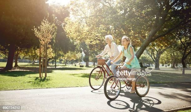 Radfahren kann von Menschen aller Altersgruppen genossen werden