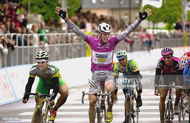 Cycling Giro d'Italia 2002 Stage 3 Joy for Italy's Mario Cipollini who wins the stage