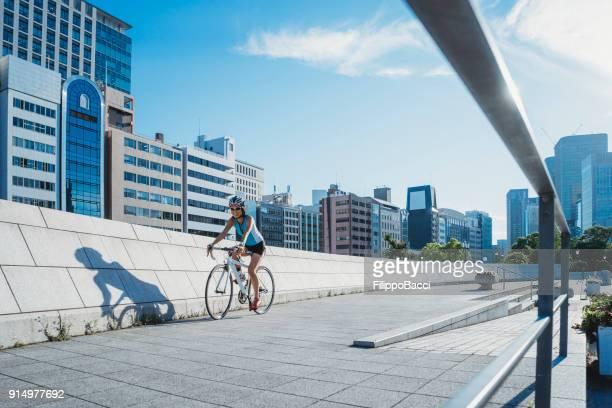 サイクリングの街 - 自転車 ストックフォトと画像