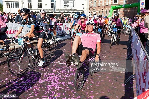 cycling ladies ride # 5 xxxl - 's hertogenbosch stockfoto's en -beelden