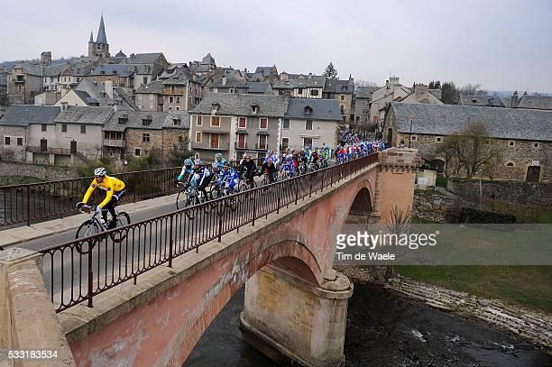 Paris - Nice 2010 / Stage 4 Illustration Illustratie / LE COM City Ville Stad Town / Bridge Pont Brug / Jens VOIGT Yellow Jersey / Peleton Peloton /...
