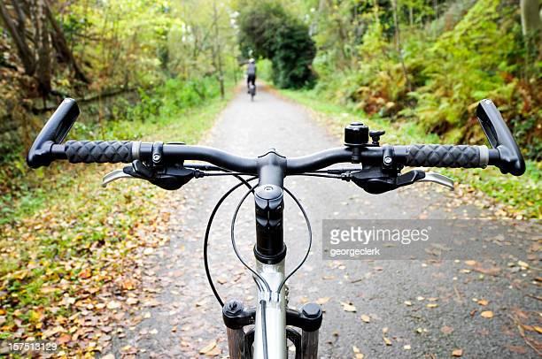 Ciclismo en ruta en otoño