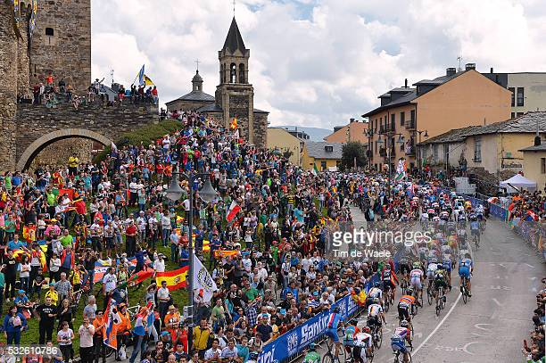 Road World Championships 2014 / Men Elite Illustration Illustratie / Peleton Peloton / Ponferrada City Castle Chateau Kasteel / Fans Supporters...