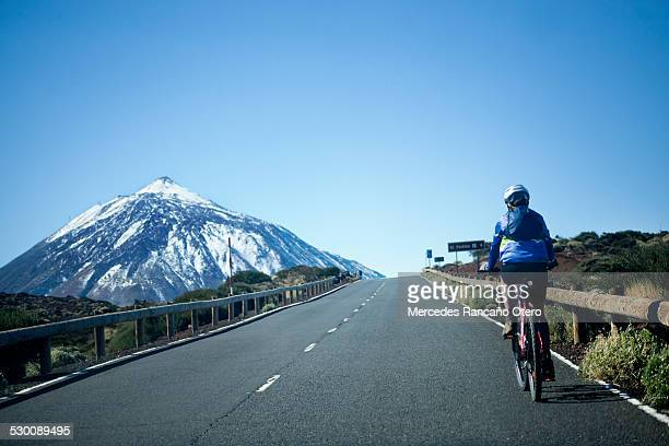 cycling to the mount teide. - pico de teide stock pictures, royalty-free photos & images