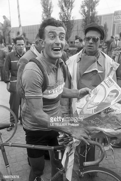 Tour De France 1954 Juillet 1954 lors des premières étapes du 41ème Tour de France le coureur cycliste français Louison BOBET à l'arrivée d'une étape...