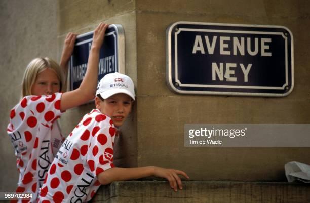 Tour De France 2002 /Illustration Illustratie Maillot A Pois Bolletjes Trui Berg Trui Montagne Mountain Jersey Supporters Fans Panneau Rue Street...