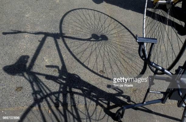 Tour De France 2002 /Illustration Illustratie Ombre Shadow Schaduw Tdf Ronde Van Frankrijk