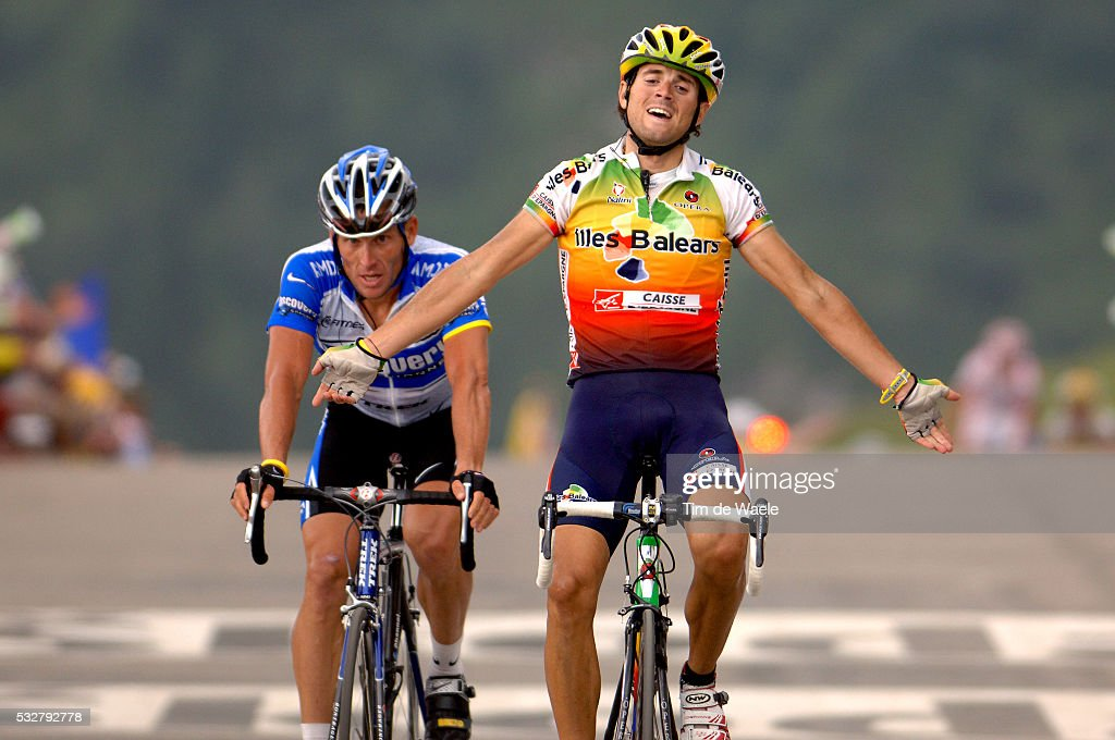 Grenoble - Courchevel. Alejandro Valverde (SPA) celebrates his stage 10 win, ahead of Lance Armstong (USA).