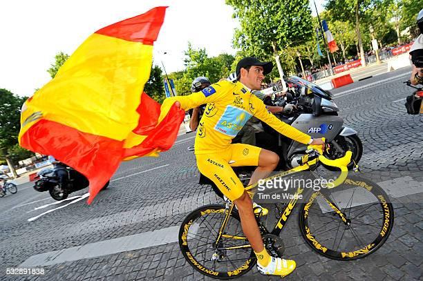 Cycling Tour de France 2009 / Stage 21 CONTADOR Alberto Yellow Jersey / Spanish Flag Drapeau Vlag / Celebration Joie Vreugde / MontereauFaultYonne...