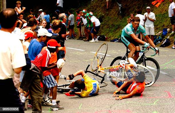 Tour De France, Stage 15, Crash, Chute, Val, Armstrong Lance, Maillot Jaune, Yellow Jersey, Gele Trui, Mayo Iban, Ullrich Jan /Bagneres-De-Bigorre -...