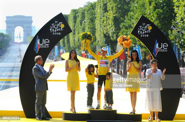Tour De France Stage 21Podium Sastre Carlos Yellow Jersey Yarae Claudia Team Csc Saxo Bank Celebration Joie Vreugde Etampes Paris ChampsElysees...