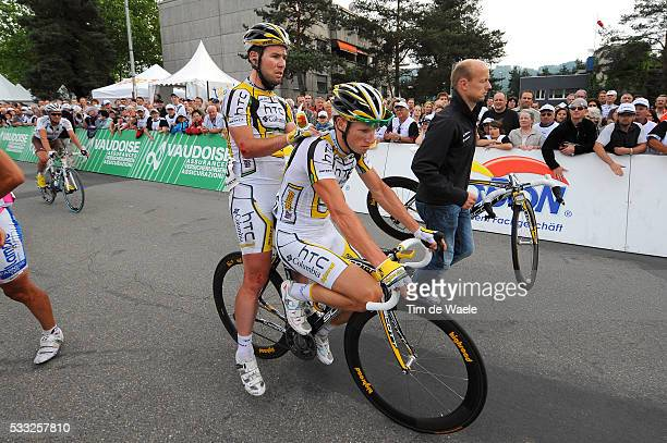 Tour de Suisse 2010 / Stage 4 Arrival / CAVENDISH Mark / RENSHAW Mark / Helge RIEPENHOF Doctor Dokter / Injury Blessure Gewond / Crash Chute Val /...