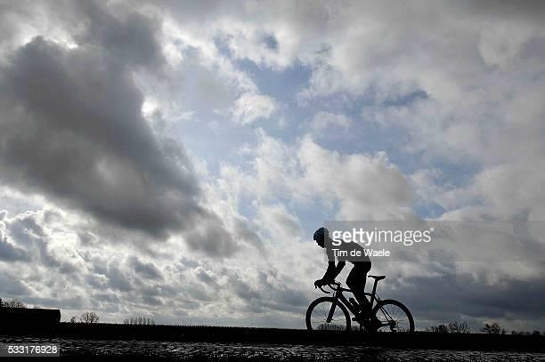 Training CTT / Omloop Het Nieuwsblad Illustration Illustratie / Silhouet / Landscape Paysage Landschap / Martin REIMER / Guy DE VUYST Motard /...