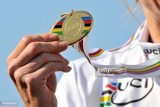 Varese / Time Trial Women Elite Illustration Illustratie / Podium / Amber NEBEN Gold Medal / Celebration Joie Vreugde / Contre la Montre Femmes Elite...