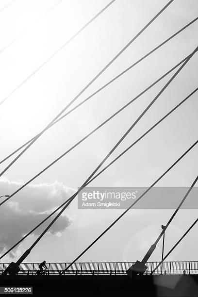 Ciclista sul ponte