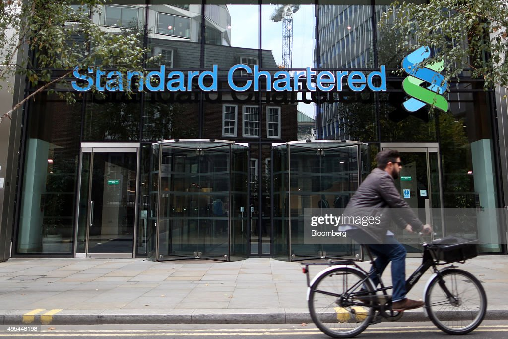 A cyclist passes the headquarters of Standard Chartered Plc in London, U.K. on Tuesday, Nov. 3, 2015. Standard Chartered Plc dropped the most in more than three years after the lender said it plans to eliminate 17 percent of its workforce, scrap the dividend and tap investors for $5.1 billion as Chief Executive Officer Bill Winters seeks to restore profit growth. Photographer: Chris Ratcliffe/Bloomberg via Getty Images