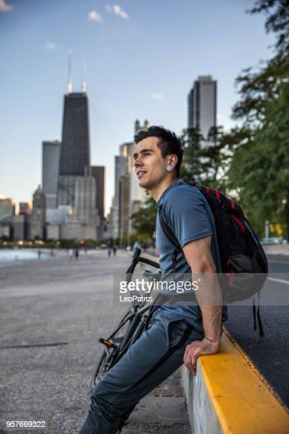 Radfahrer, die Einnahme einer Stadt brechen auf dem Heimweg afterwork