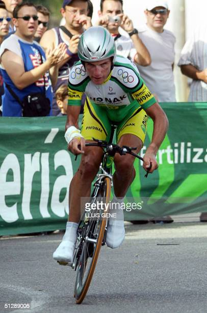 Cyclist Tyler Hamilton - Phonak Hearning Systems - rides during the 8th stage of the 59th Tour of Spain cycling race, a 40,1 kms individual...