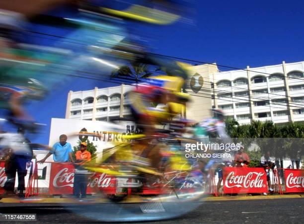Cyclists are seen in competition in San Salvador El Salvador 30 November 2002 Algunas ciclistas de ocho paises disputan el 30 de noviembre de 2002...