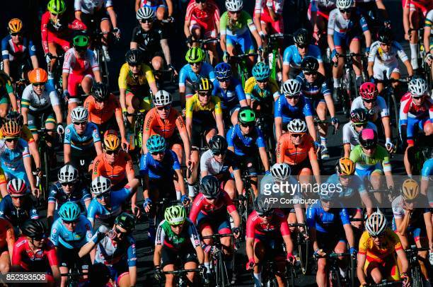 Cyclists compete during the women's elite road race of the UCI Cycling Road World Championships in Bergen on September 23 2017 / AFP PHOTO / Jonathan...