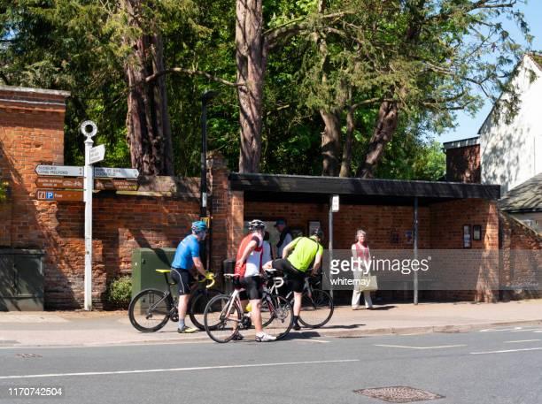 ciclistas en high street, lavenham, suffolk - lavenham fotografías e imágenes de stock