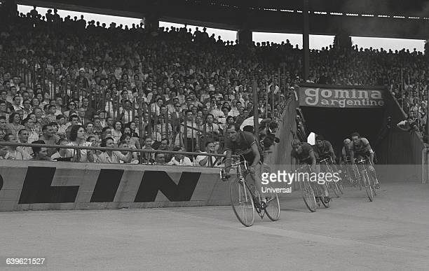 Cyclists sprint to the end of the ParcdesPrinces stage of the 1949 Tour de France The sprint is led by Gino Bartali Giovanni Corrieri and Rick Van...