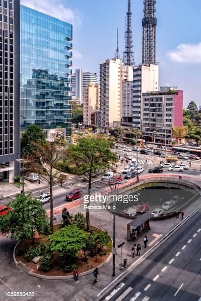 cyclist's square on paulista avenue - avenida - fotografias e filmes do acervo