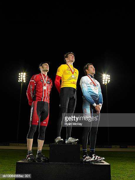 cyclists standing on podium, low angle view - medalhista - fotografias e filmes do acervo
