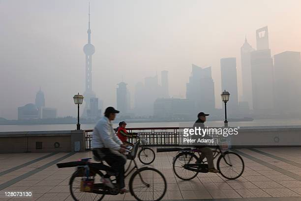 cyclists, the bund, early morning, shanghai, china - peter adams stock pictures, royalty-free photos & images
