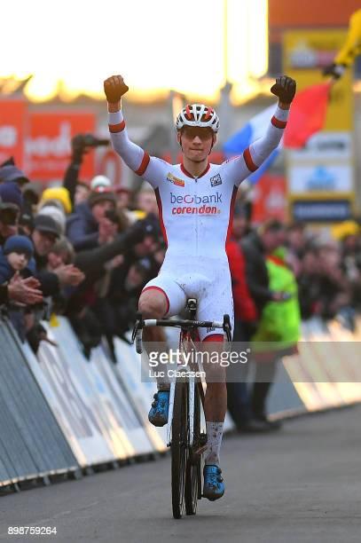 13th WC HeusdenZolder 2017 Arrival / Mathieu VAN DER POEL White UCI Leaders jersey Celebration / / World Cup /
