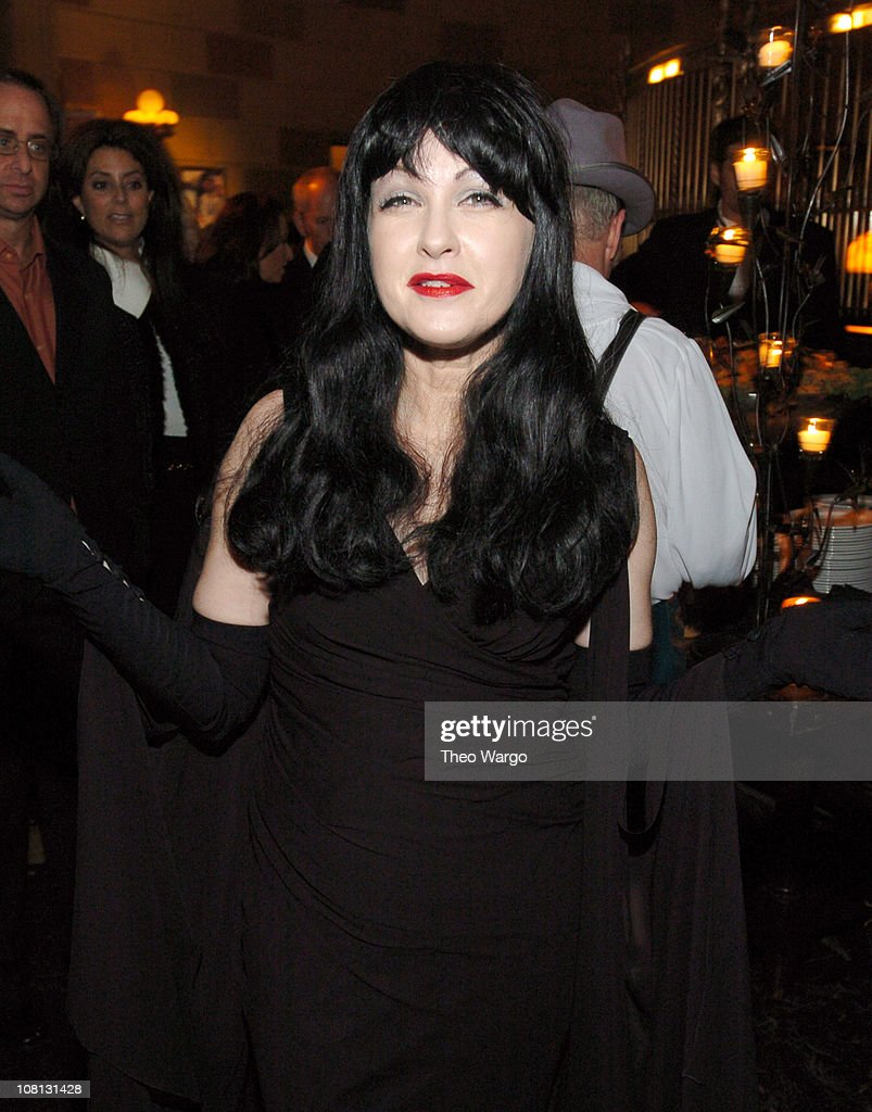 cyndi lauper during city of hope halloween benefit gala october 29 2004 at gotham