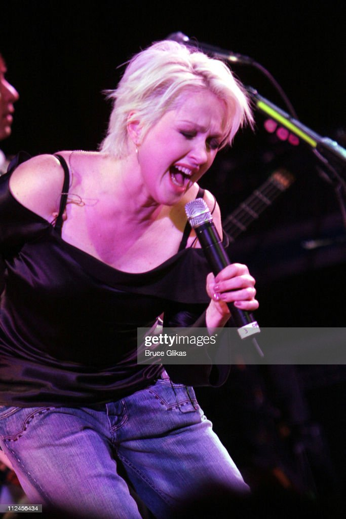 "Cyndi Lauper Presents Music From ""The Body Acoustic"" - November 8, 2005 : News Photo"