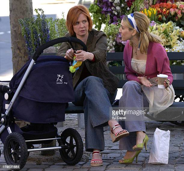 Cynthia Nixon Sarah Jessica Parker during Cynthia Nixon and Sarah Jessica Parker on Location for 'Sex and the City' at Manhattan in New York City New...