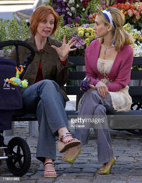 Cynthia Nixon Sarah Jessica Parker during Cynthia Nixon and Sarah Jessica Parker on Location for Sex and the City at Manhattan in New York City New...