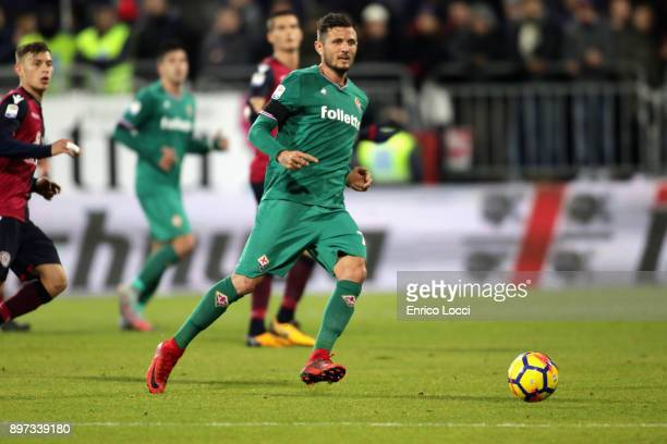 Cyril Thereau of Fiorentina in action during the serie A match between Cagliari Calcio and ACF Fiorentina at Stadio Sant'Elia on December 22 2017 in...