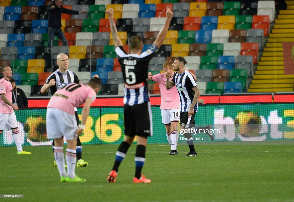 Cyril Thereau (R) of Udinese Calcio celebrates after scoring his teams first goal during the Serie A match between Udinese Calcio and US Citta di Palermo at Stadio Friuli on March 19, 2017 in Udine, Italy.