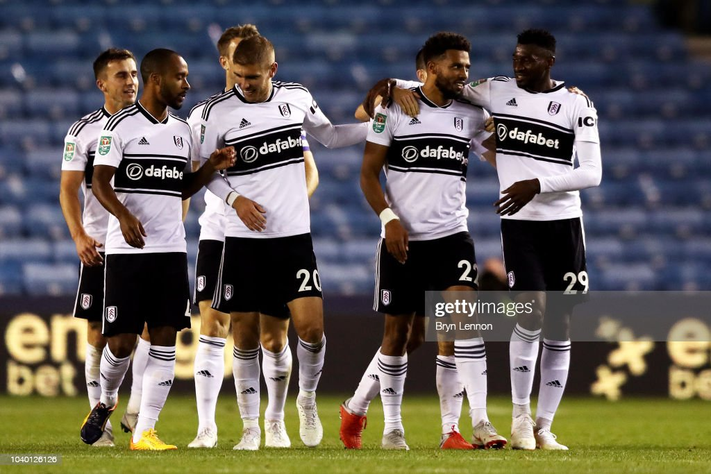 Millwall v Fulham - Carabao Cup Third Round : Foto jornalística