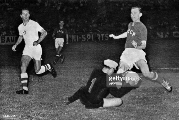 Czech goalkeeper Viliam Schrojf saves the ball against Soviet Union's player during the European Nations Cup Soccer on July 6 1960 in Marseille The...