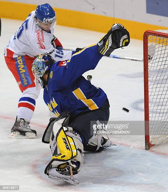 Czech Jan Marek vies with Swedish goalie Stefan Liv during the third event of the Euro Hockey Tour match in Moscow on December 19 2009 AFP PHOTO/...