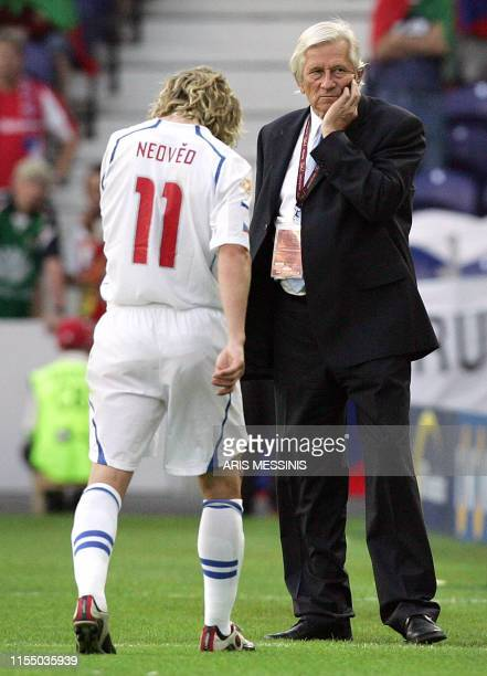 Czech midfielder Pavel Nedved leaves the field after an injury next to his coach Karel Bruckner, 01 July 2004 at Dragao stadium in Porto during the...
