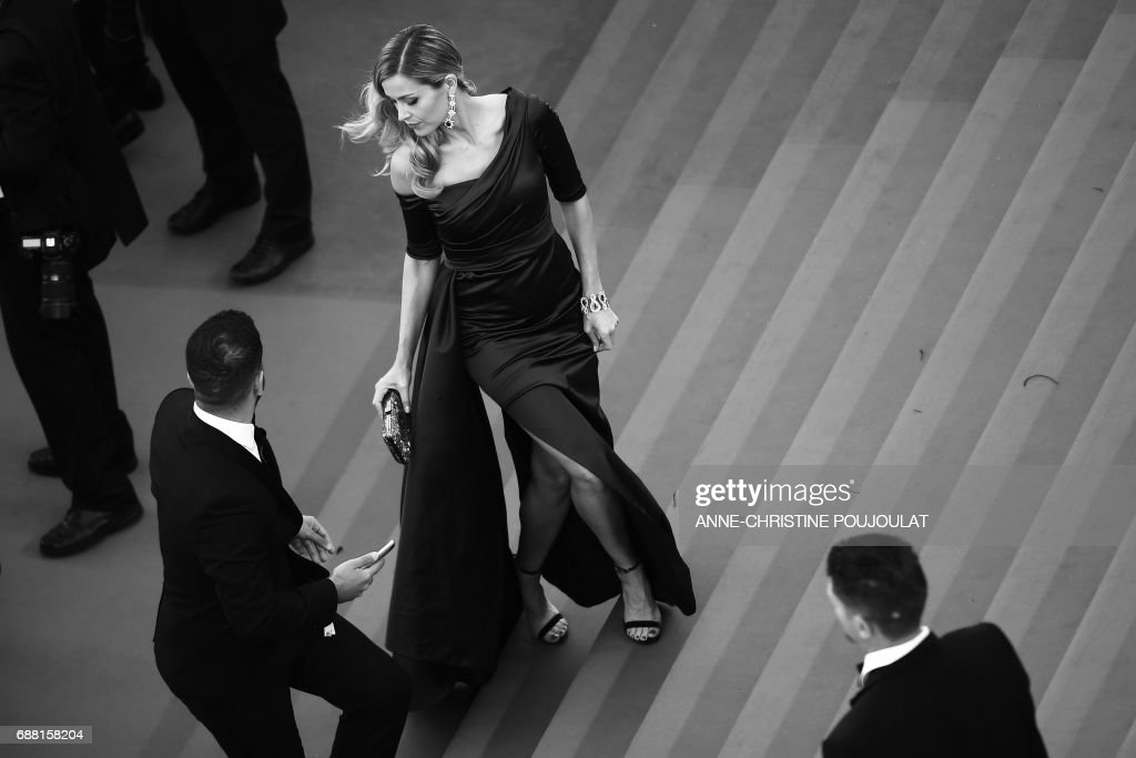 Czech model Petra Nemcova poses as she arrives on May 20, 2017 for the screening of the film '120 Beats Per Minute (120 Battements Par Minute)' at the 70th edition of the Cannes Film Festival in Cannes, southern France. / AFP PHOTO / Anne-Christine POUJOULAT
