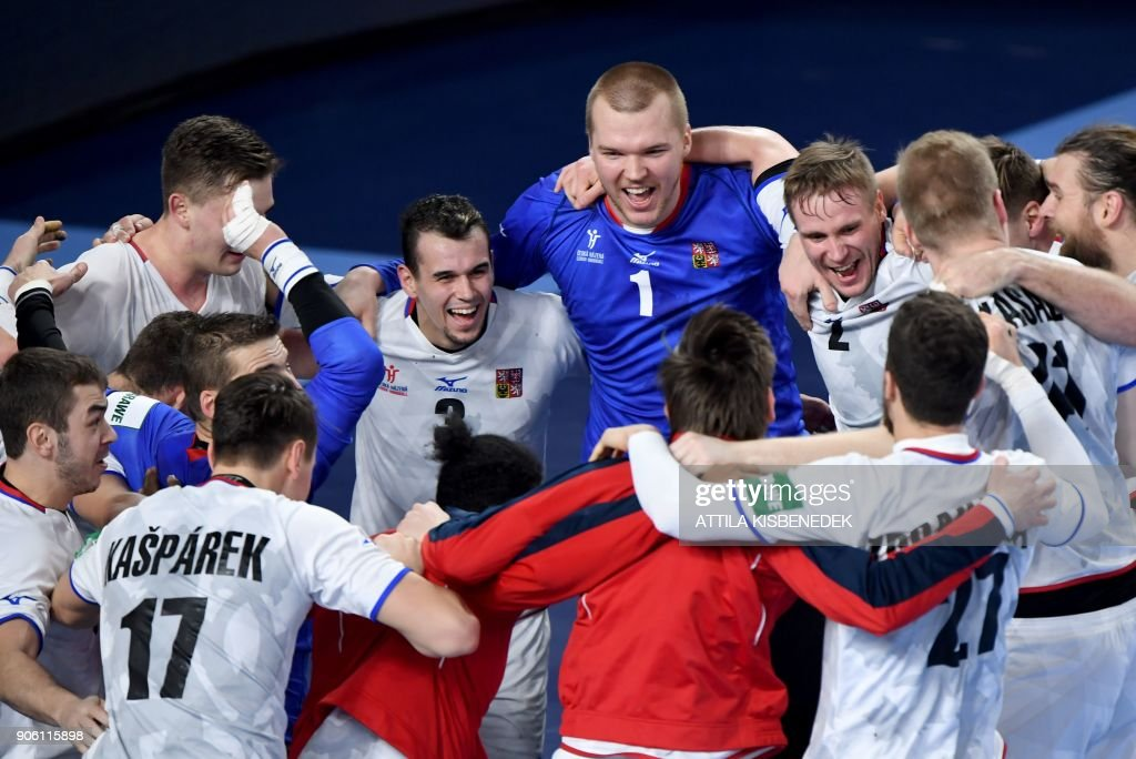 Czech players celebrate their 33-27 win over Hungary in the group 'D' match of the 13th Men's European Handball Championships at the Varazdin Arena, in Varazdin on January 17, 2018 / AFP PHOTO / Attila KISBENEDEK
