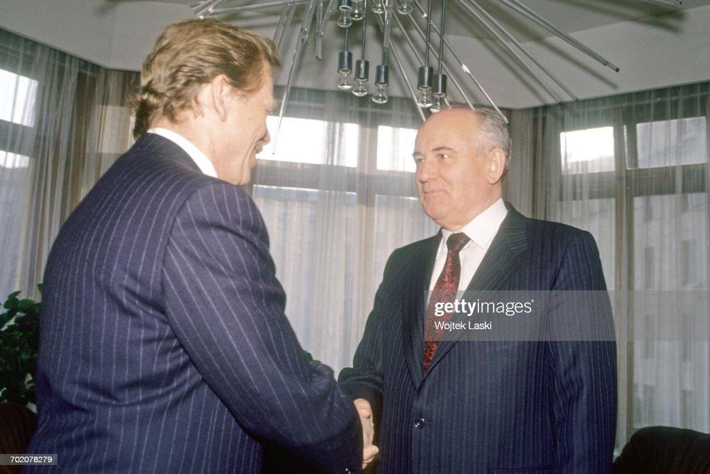 Mikhail Gorbachev And Vaclav Havel : News Photo