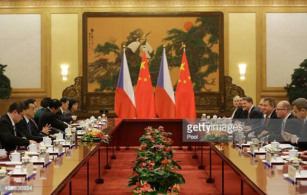 Czech Prime Minister Bohuslav Sobotka and China's Premier Li Keqiang attend a dineer during signing ceremony at the Great Hall of the People on...