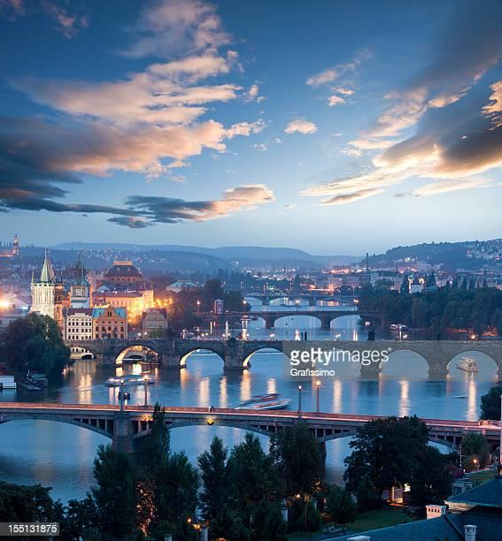 Tschechien Prag, Karlsbrücke im Morgengrauen