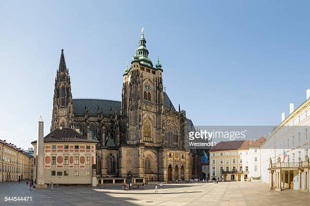 czech republic, prague, hradcany castle and st vitus cathedral - cathedral stock pictures, royalty-free photos & images