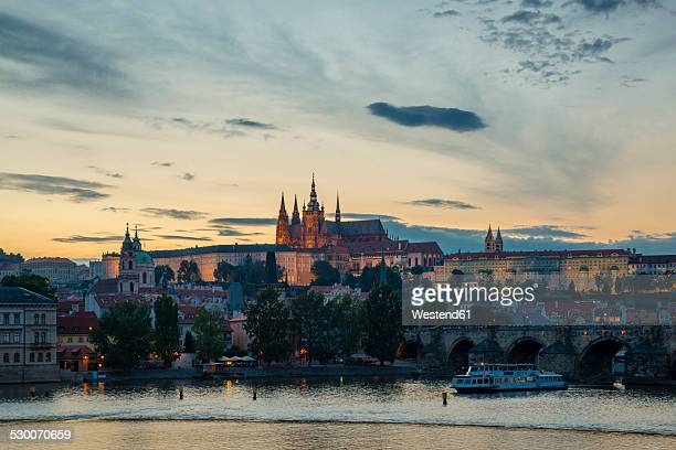 czech republic, prague, hradcany castle and st vitus cathedral with vltava river and charles bridge at sunset - st vitus's cathedral stock pictures, royalty-free photos & images